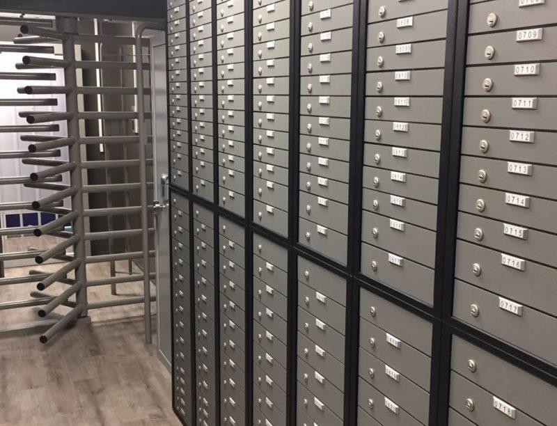 Binnen kijken in de kluiskamer van Safelocker kluisverhuur